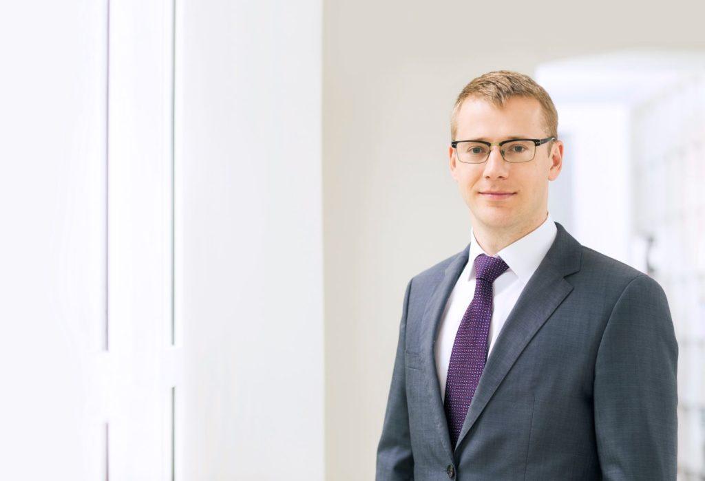"""Toms Šulmanis Advokātu biroja """"COBALT"""" partneris, zvērināts advokāts un darba tiesību eksperts"""