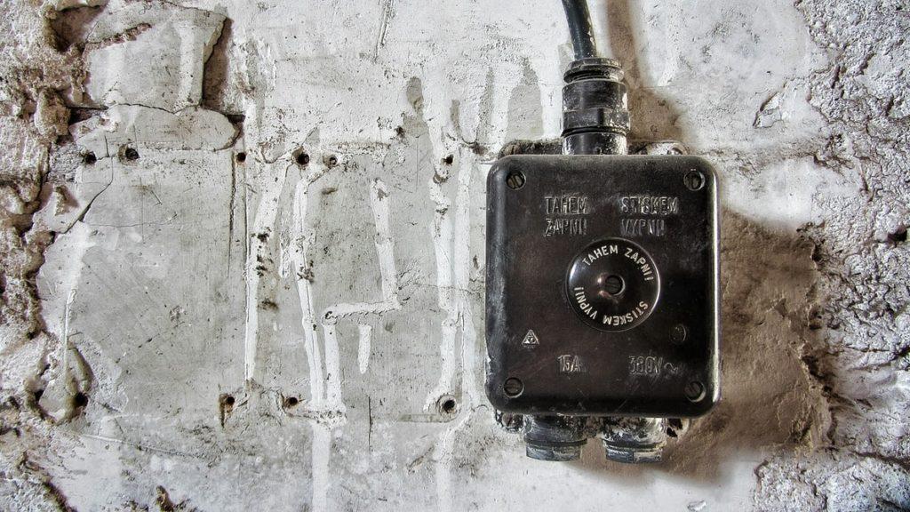 Elektrības slēdzis.
