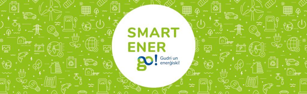 """SmartEnerGo logotips uz spilgti zaļa fona, uz kura attēloti dažādi elektroenerģijas avoti, ar elektrību darbināmas ierīces u.tml. Iniciatīvas sauklis """"Gudri un enerģiski!"""""""