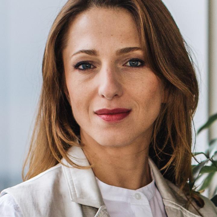 """""""Swedbank"""" Personāla pārvaldes vadītājas Agitas Jākobsones portreta foto."""