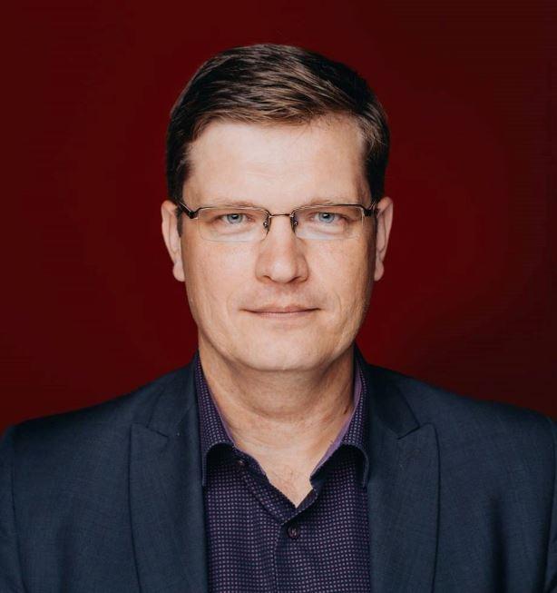 Latvijas Televīzijas valdes locekļa Ivara Priedes portreta foto.